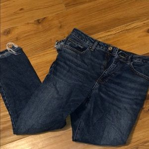 High waisted jeans (ankle cropped)